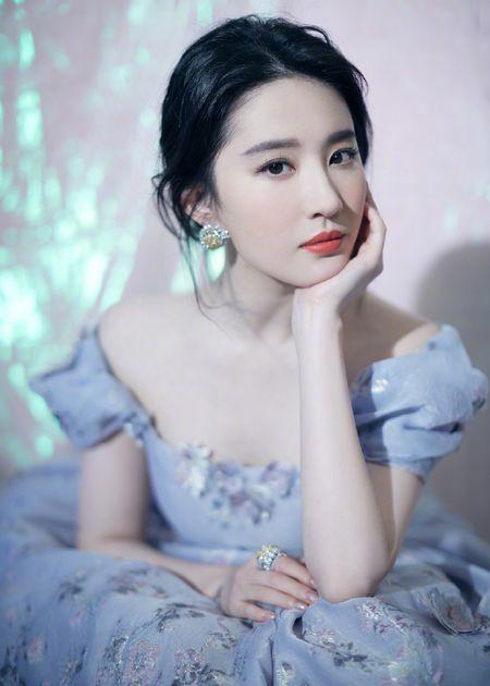 [Photoshoot] Slay Me Liu Yi Fei - Cosmopolitan - August